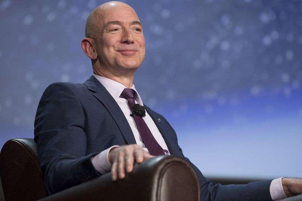Tại sao Jeff Bezos bán 1,1 tỷ USD cổ phiếu của Amazon - 1000x 1 1