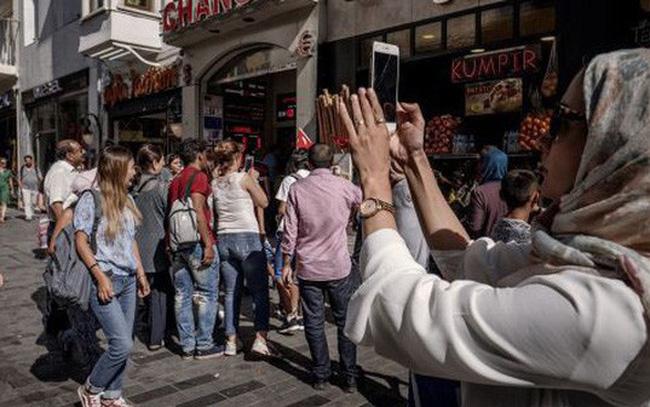 Tổng thống Thổ Nhĩ Kỳ kêu gọi người dân bán USD lấy Lira