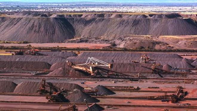 Đi tìm lời giải cho việc giá quặng sắt đi ngược chiều xu hướng các hàng