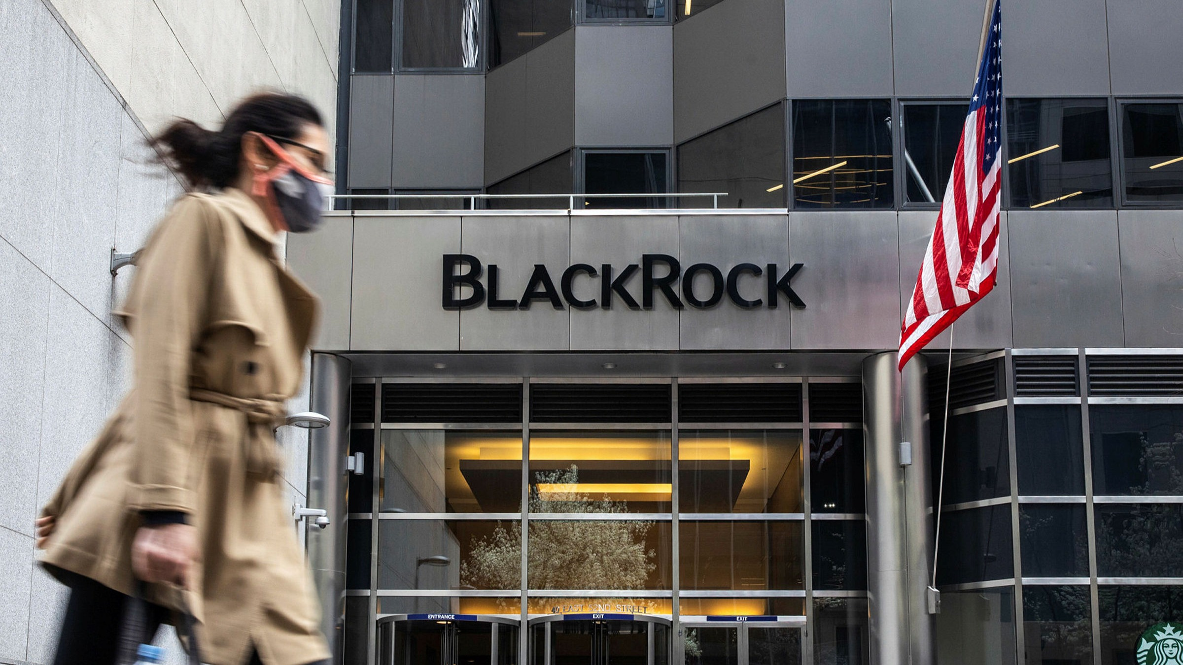 BlackRock aims to generate half of US ETF flows from adviser models    Financial Times