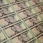 Đô la leo lên mức cao nhất trong nhiều tháng; Lo ngại về Covid 19 khiến các nhà đầu tư thận trọng