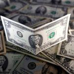 Đồng Đô la giảm nhưng vẫn gần mức cao nhất một tháng