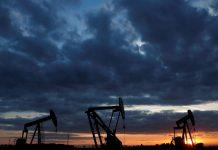 Dầu giảm giá khi thị trường lo lắng về đà phục hồi kinh tế toàn cầu