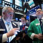 Chỉ số Dow, S&P tương lai tăng cao hơn khi nhóm ngân hàng, năng lượng tăng
