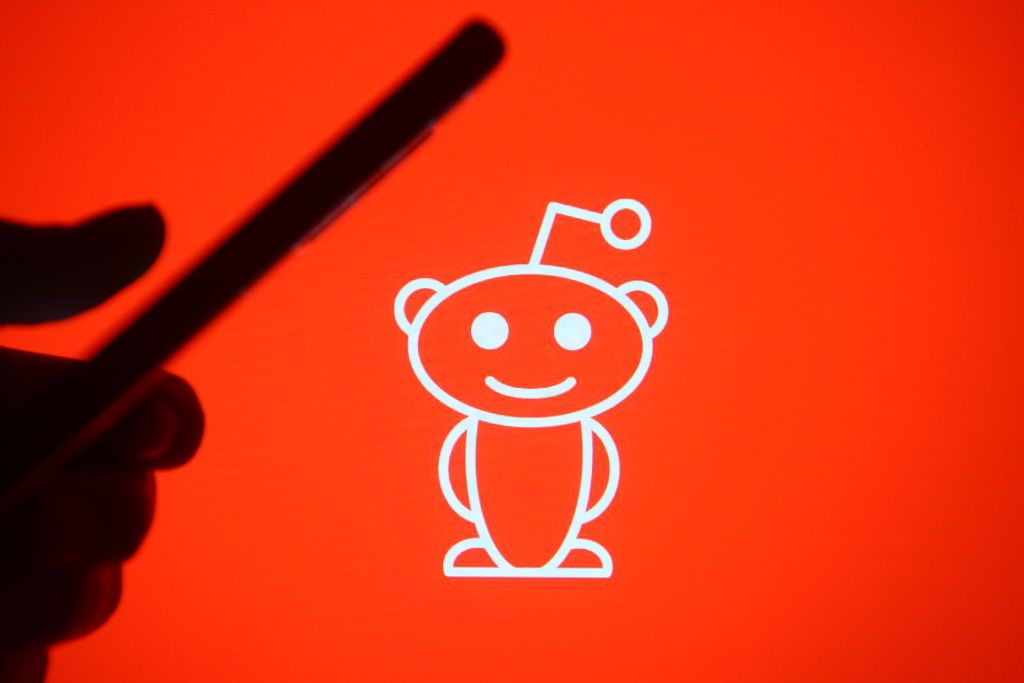Reddit Is Secretly Exploring A Clubhouse-Like Voice Chat Feature - Tech